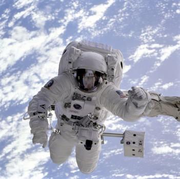 astronaut-astronomy-earth-2152-351x350